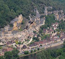 La Roque Gageac, France by Geoffrey Grinton