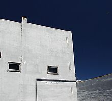 Blue sky and building by jrier