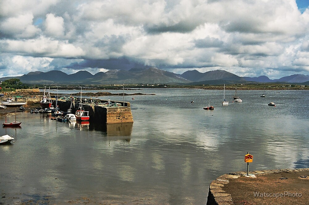 Roundstone Harbour by WatscapePhoto