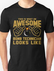 This is What an Awesome Bomb Technician Looks Like Retro T-Shirt