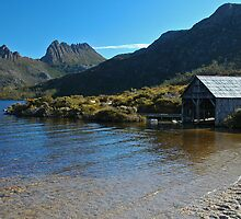 Cradle Mt from Dove Lake, TASMANIA. by Paul Stewart