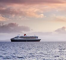 Queen Mary 2 by Grant Glendinning