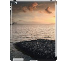 Queen Mary 2 Sunset iPad Case/Skin
