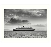 Queen Mary 2 mono Art Print