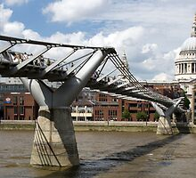 Millenium Bridge, London, United Kingdom by jmhdezhdez