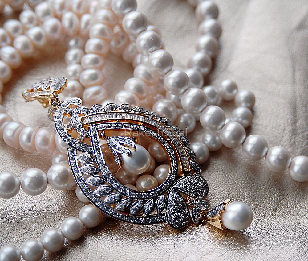 A PEARL NECKLACE by RakeshSyal