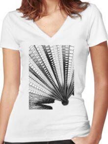 Punpun – Explosion Women's Fitted V-Neck T-Shirt