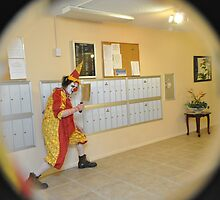 Krazy Klown comes a knocking...  by MoxieNox