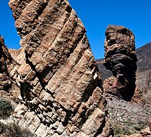 El Teide: Roques de Garcia and Chinchado by Kasia-D