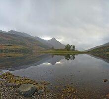 Loch Lìobhann by Ranald