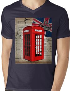 rustic grunge union jack retro london telephone booth Mens V-Neck T-Shirt