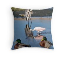 Frends at the beach Throw Pillow