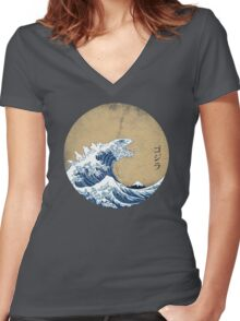 Hokusai Kaiju - Vintage Version Women's Fitted V-Neck T-Shirt