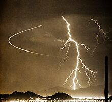 Bo Trek Lightning Strike - Black and White by Bo Insogna