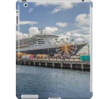Queen Mary 2 Panorama iPad Case/Skin