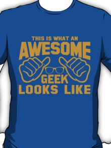 This is What an AWESOME GEEK Looks Like Retro T-Shirt