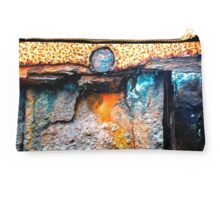 meEtIng wiTh IrOn no20 Studio Pouch