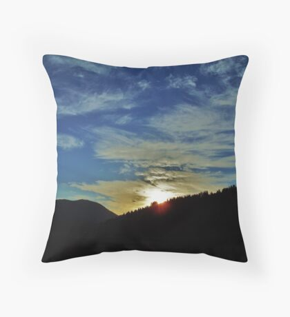 Mellow Setting.....Coming Home from Longview, Ore. Throw Pillow