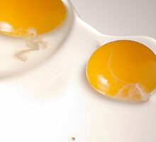 Two raw eggs over highlight by Javier de la Piedra