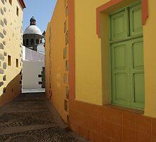 Arguimes alley Gran Canaria by Phil  Crean