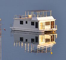 House Boat - Valentine NSW by Bev Woodman