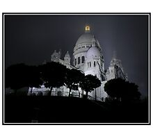 Sacré-Cœur dans le brouillard (Colour Art Card) by Patrick T. Power