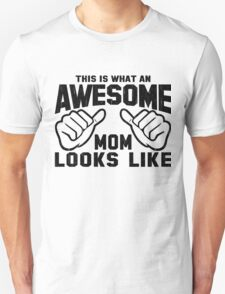This is What an AWESOME MOM Looks Like Retro T-Shirt