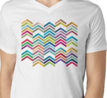 Seamless Pattern with  zigzags Mens V-Neck T-Shirt