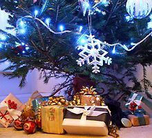 Christmas Tree with Parcels by Lynn Ede