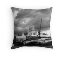 st pauls catherdral Throw Pillow