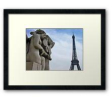 Une chanson pour Paris Framed Print