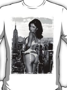 Ass butt grunge girl grey black white city ny new york dirty blonde smile T-Shirt