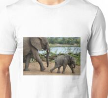 I CAN'T WALK FASTER ! - THE AFRICAN ELEPHANT – Loxodonta Africana Unisex T-Shirt