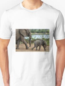 I CAN'T WALK FASTER ! - THE AFRICAN ELEPHANT – Loxodonta Africana T-Shirt