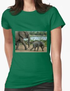 I CAN'T WALK FASTER ! - THE AFRICAN ELEPHANT – Loxodonta Africana Womens Fitted T-Shirt