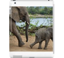 I CAN'T WALK FASTER ! - THE AFRICAN ELEPHANT – Loxodonta Africana iPad Case/Skin