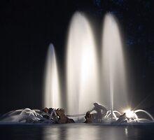 Grandes eaux nocturnes - Versailles by Julien Tordjman