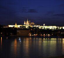 Pražský hrad v noci by Denitsa Dabizheva