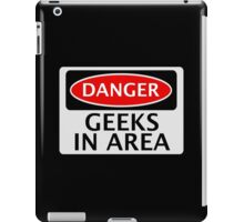 DANGER GEEKS IN AREA FAKE FUNNY SAFETY SIGN SIGNAGE iPad Case/Skin