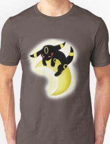 Umbreon Chilling  T-Shirt
