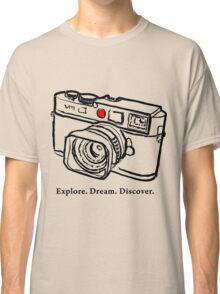 Leica M9 red dot rangefinder camera Classic T-Shirt