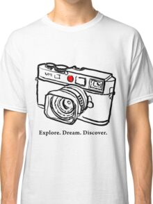 Leica M9 red dot rangefinder camera Classic T-Shirt