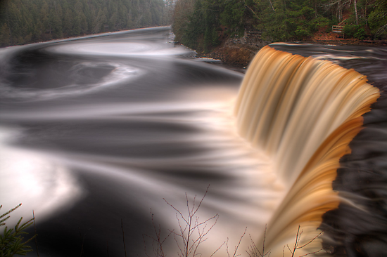 Tahquamenon Falls by Chintsala