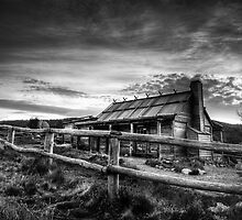 Craig's Hut, Mt Stirling by Heather Prince