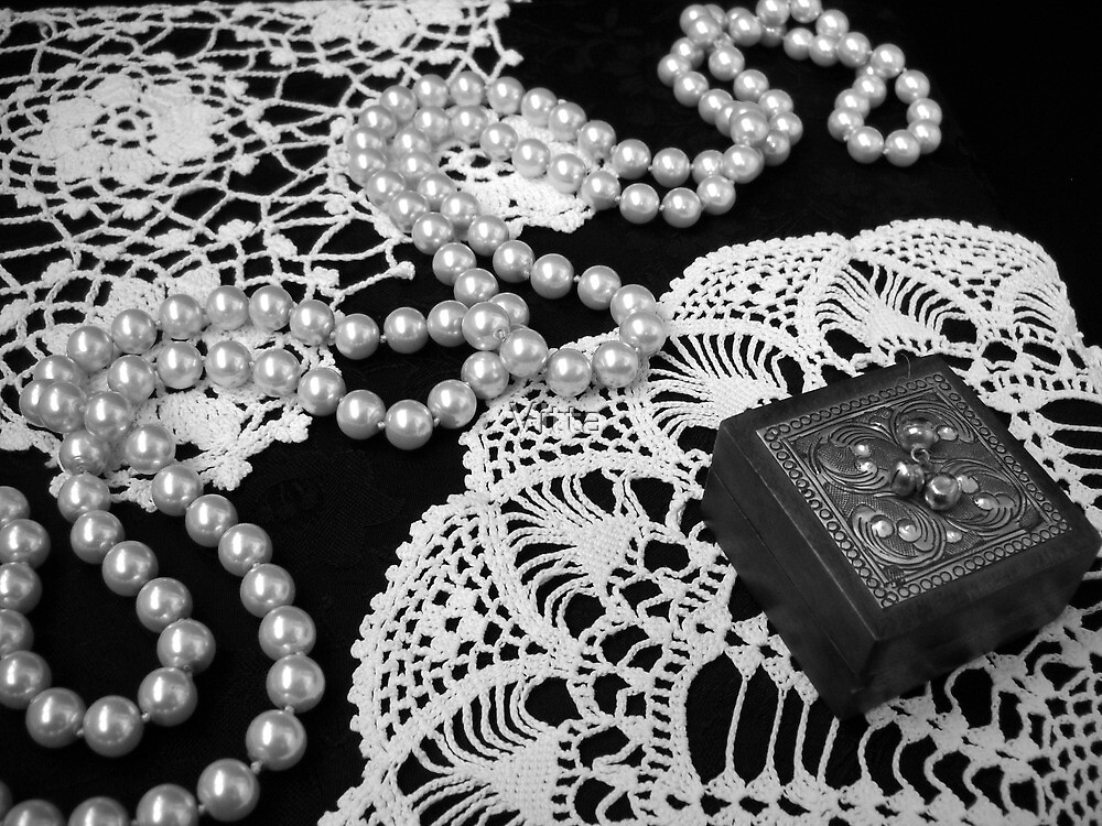 Black and White.Romantic mood. by Vitta