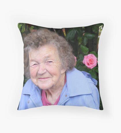 My mum Throw Pillow