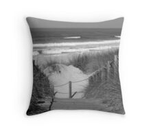 To the plage Throw Pillow