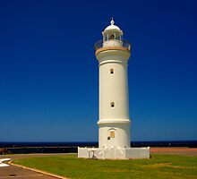 Kiama Lighthouse, NSW. by Andy Newman