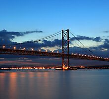 Forth road bridge by Grant Glendinning