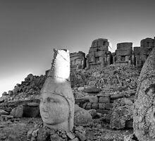 Nemrut statues by Erdj